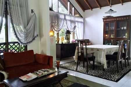 4BR Holiday Home Puncak Cipanas - Villa