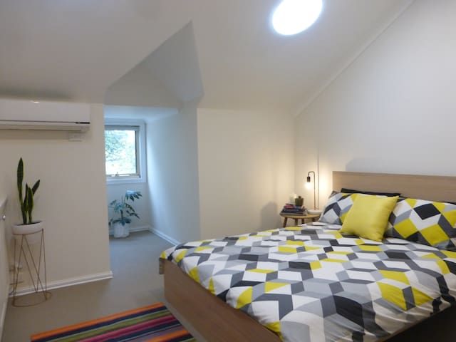 Private room with ensuite - minutes from CBD