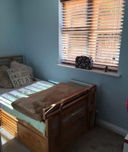 Single room in a friendly family home