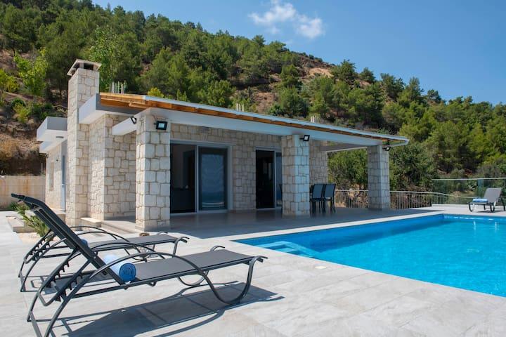 Paradise Blue Villa, Mountain&Sea Views,Pool,Beach