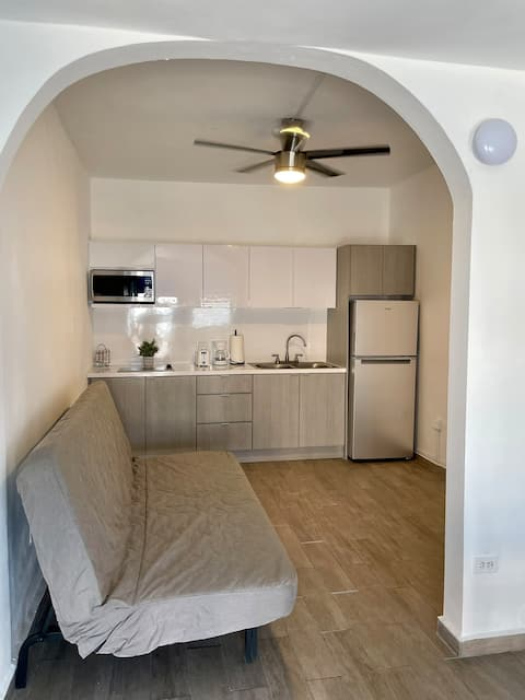 """Modern apartment! """" Only 7 minutes from airport"""""""