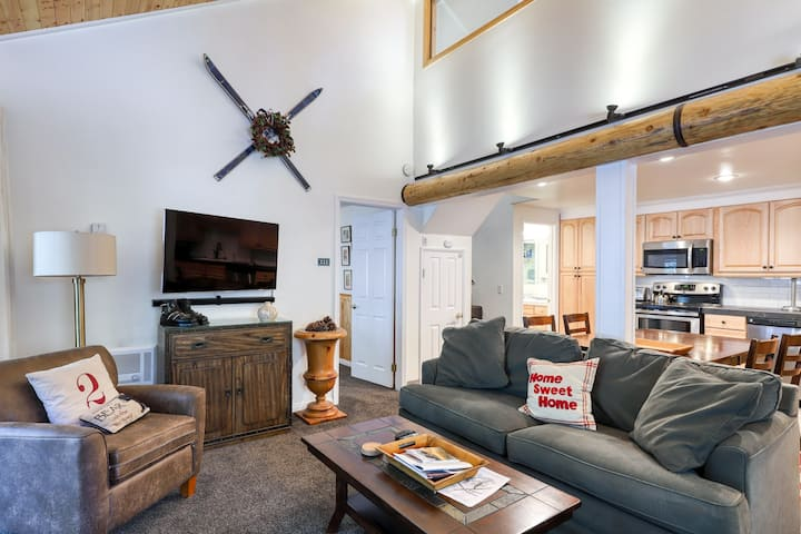 Condo near slopes w/ a shared pool, hot tub, and sauna on-site!