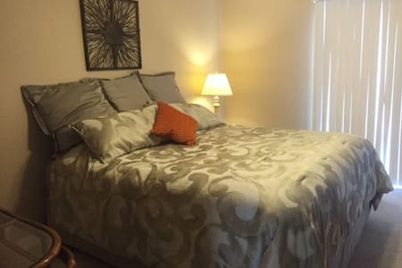 Clean and comfortable room in the high desert - Helendale - House