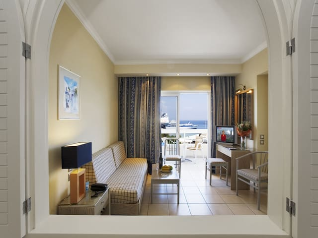 Athineon Hotel Apartments
