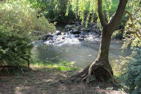 Private spacious rooms in beautiful creek setting - Milwaukie - Guesthouse