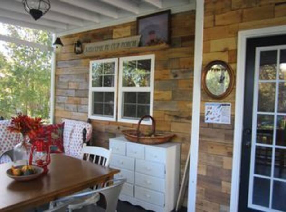 Gorgeous Screened Porch Overlooking Private Back Yard, Herb and Vegetable Garden, Grill and Fire Pit!
