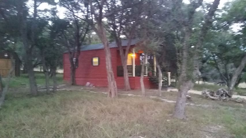 Charming cabin in the woods - Boerne