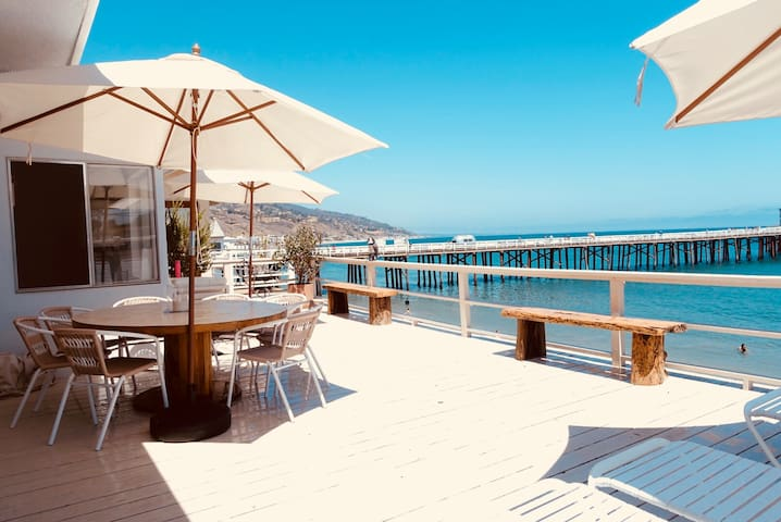 Beachfront house at Malibu Pier & Surfrider Beach