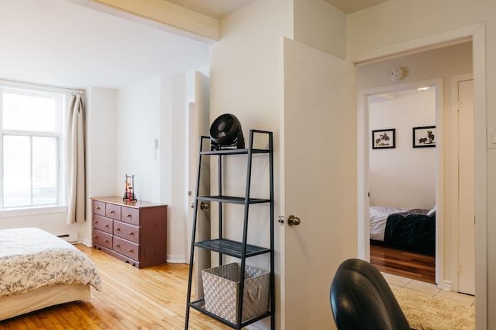 Comfortable  3 Bedroom in the Mile-End