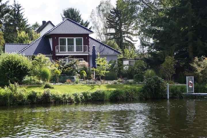 Idyllisches Ferienhaus am Oder-Havel-Kanal