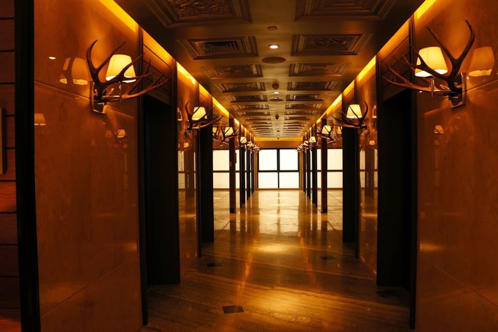 way to the rooms..