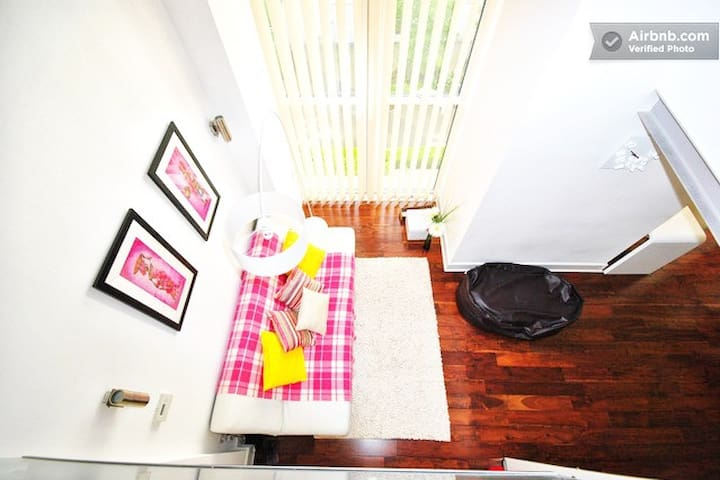 Dola's Stylish & Spacious 2 Bed Duplex in Woolwich