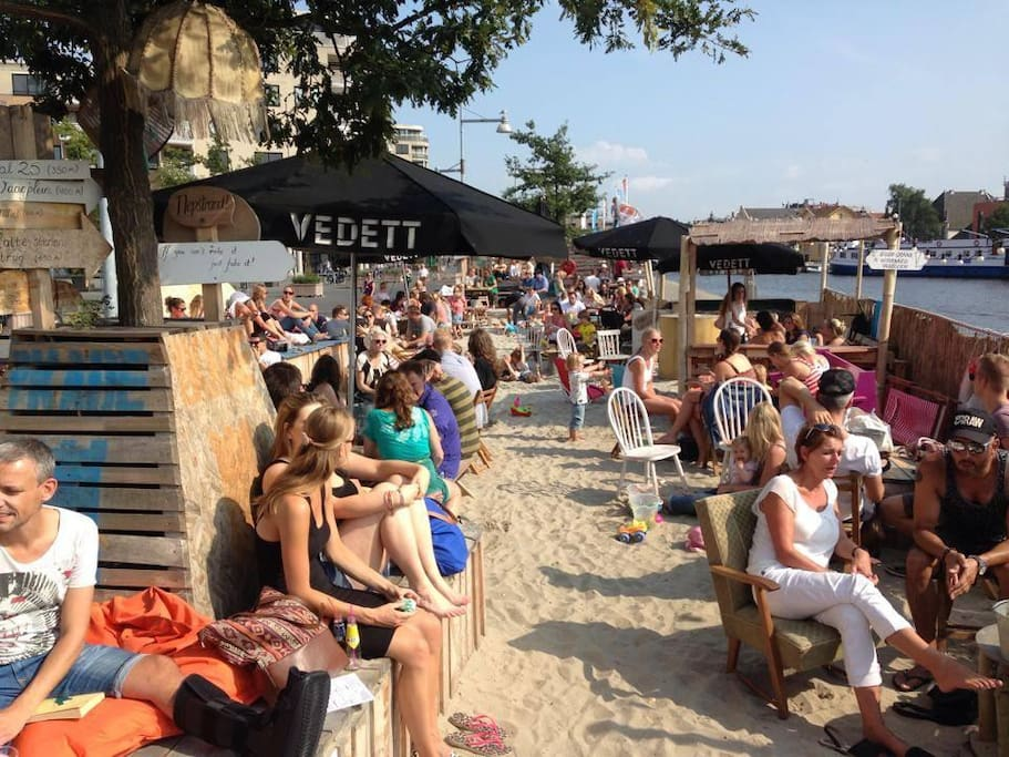 Alkmaar.Enjoy a beer or fingerfood on the Cafe de Kade Terrace overlooking the marina and the old town.20 minutes drive from the camping.