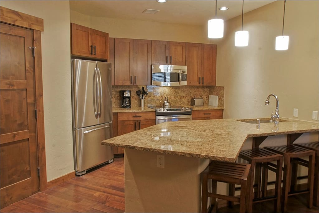 Beautiful Kitchen and Bar, Fully Equipped