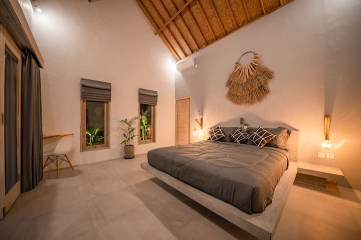 Huge rooms with comfortable king size matress bed, overlooking into tropical garden and pool.