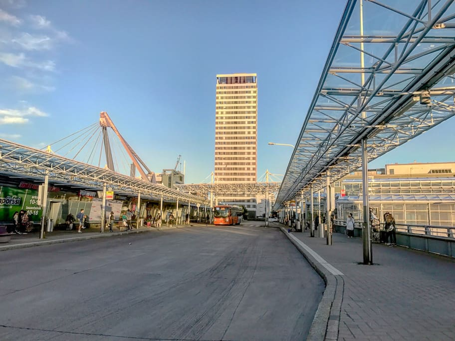 Vousaari metro station ( bus stop ) and Columbus shopping centre .