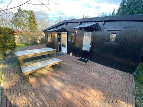 Acolhedora, agradável e espaçosa casa de campo completamente privada localizada