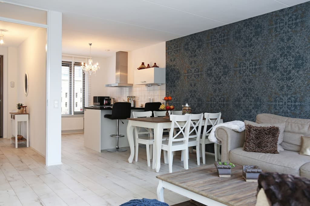 Open kitchen and dinner corner.