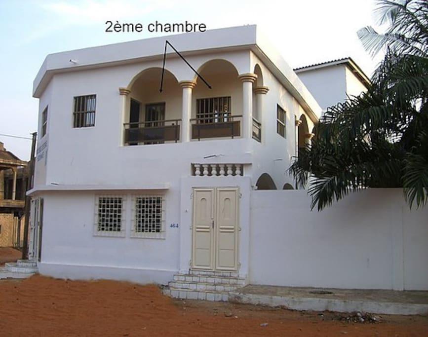 Terrasse 2 (vue sur la rue)