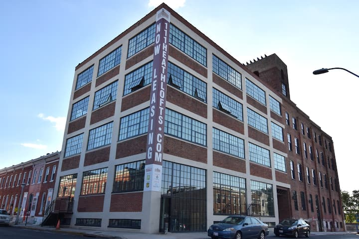 Industrial Chic Apt in Fed Hill - Free Parking