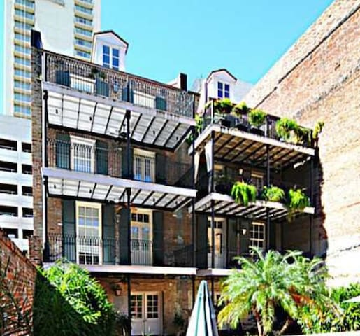 Safe Quiet Renovated Condo in FQ!! - New Orleans - Wohnung