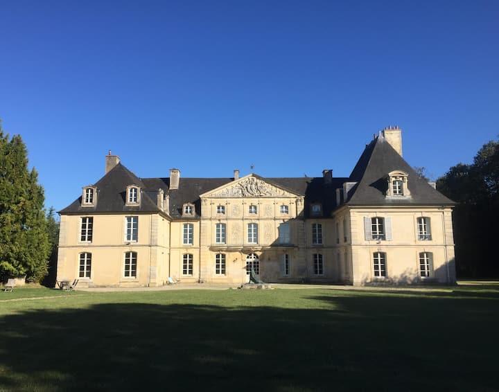 """Chambre d'hôtes au château """"Marquis de Matharel"""""""