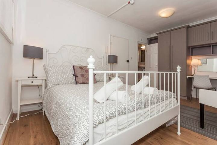 Airbnb Superhost Award Winner 2017 - BER-1B - Londen - Appartement