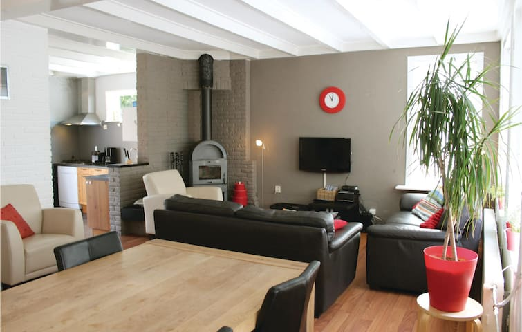 Holiday cottage with 3 bedrooms on 100 m² in Idskenhuizen