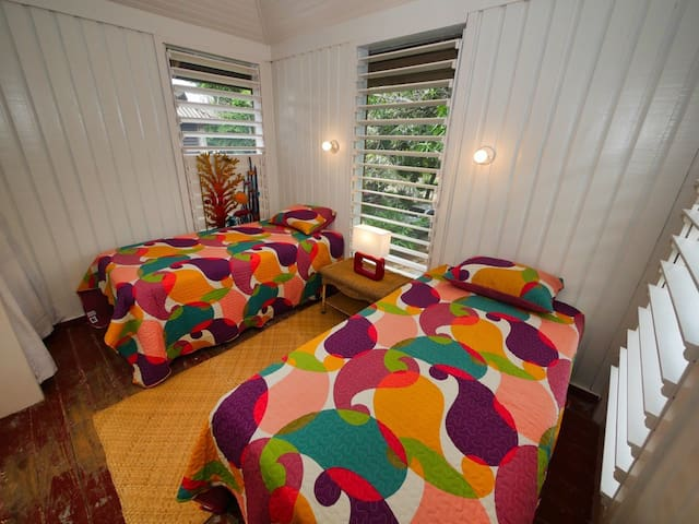 Awaken to the sounds of Roatan's jungle in the second bedroom, complete with 2 comfortable single beds.