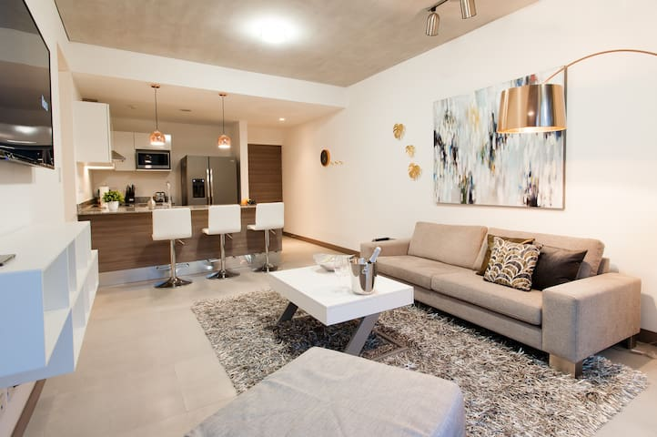 Splendor Stay Rental Contemporary @101 Escalante