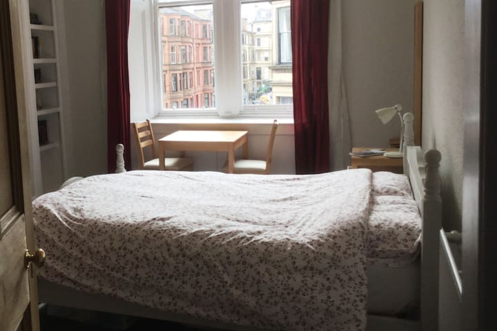 Large bright double room with king-size bed