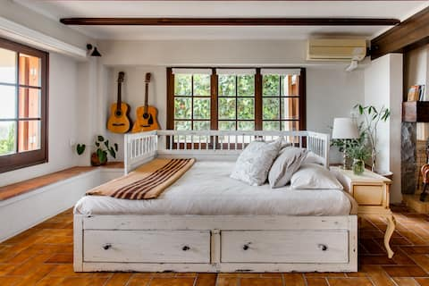 See Across the City to the Sea from a Farmhouse-Style Studio