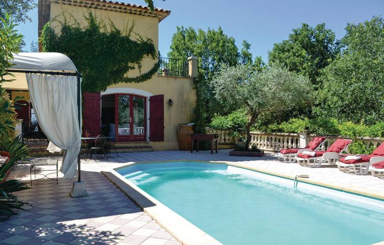 Holiday cottage with 3 bedrooms on 150 m² in Neoules