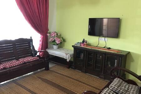 Yasmin Homestay ( 5min from UiTM Seri Iskandar)