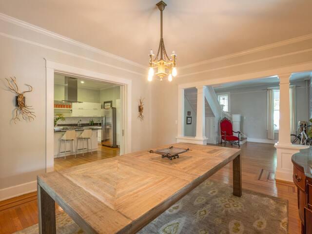 Historic ViCtOrian Mansion/5min to Dtown/SLEePs 4 - Chattanooga - Bed & Breakfast