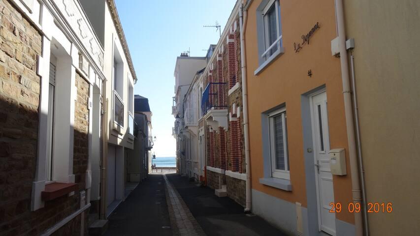 Charmante maison rénovée à 50m de la mer - Les Sables-d'Olonne - Hus