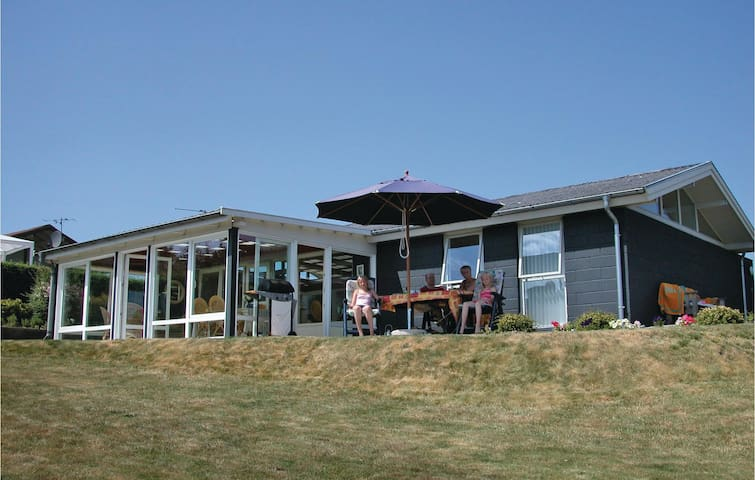 Holiday cottage with 2 bedrooms on 98 m² in Hejls