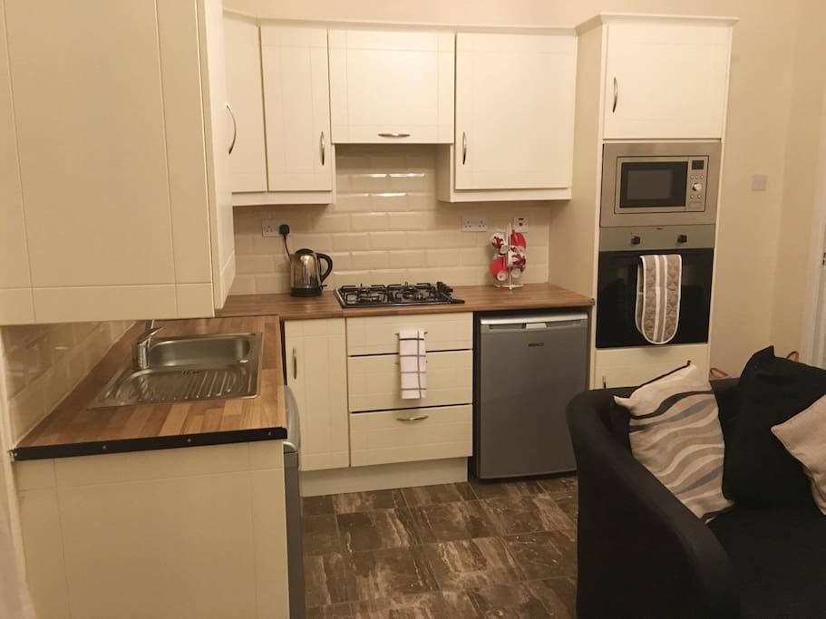 New modern kitchen to cater for those who enjoy catering for themselves