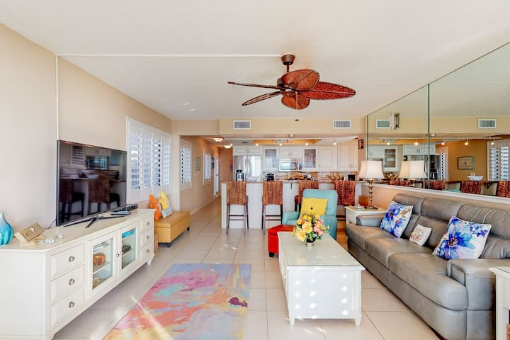 Gulf-front condo w/ shared pool, water views, & private patio