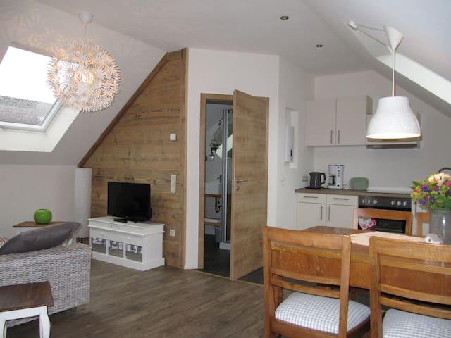 neue Dachwohnung (Lena) mit nettem kleinen Balkon - Amtzell - Appartement