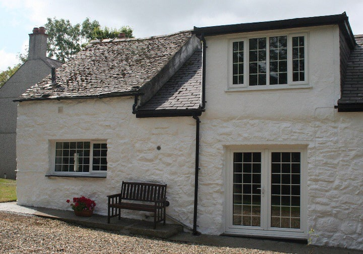 Quaint country cottage in South Anglesey