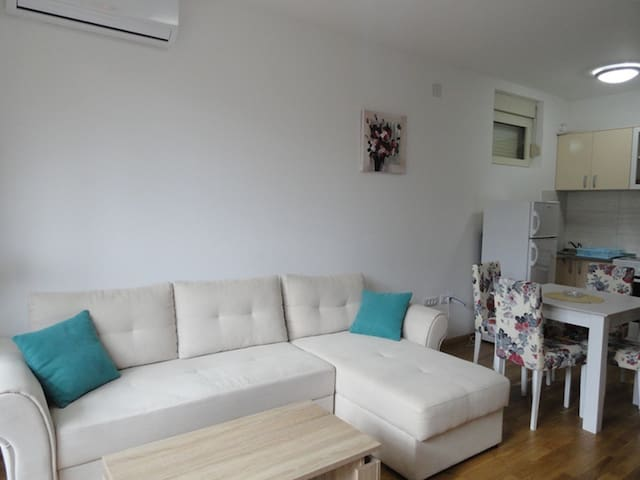 Modern & central located onebedroom apartment #18