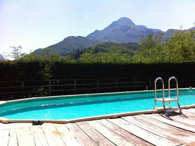 Charming stone holiday home w/ fireplace, pool and a magnificent view of the century-old forests of the Apuan Alps