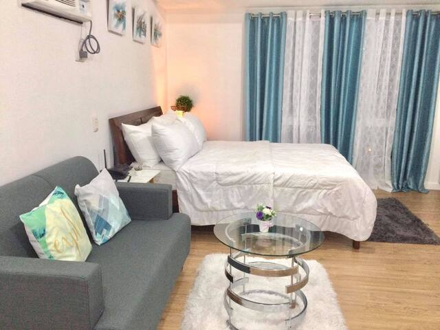 *Abreeza Condo w/ parking, WiFi, Samalview,