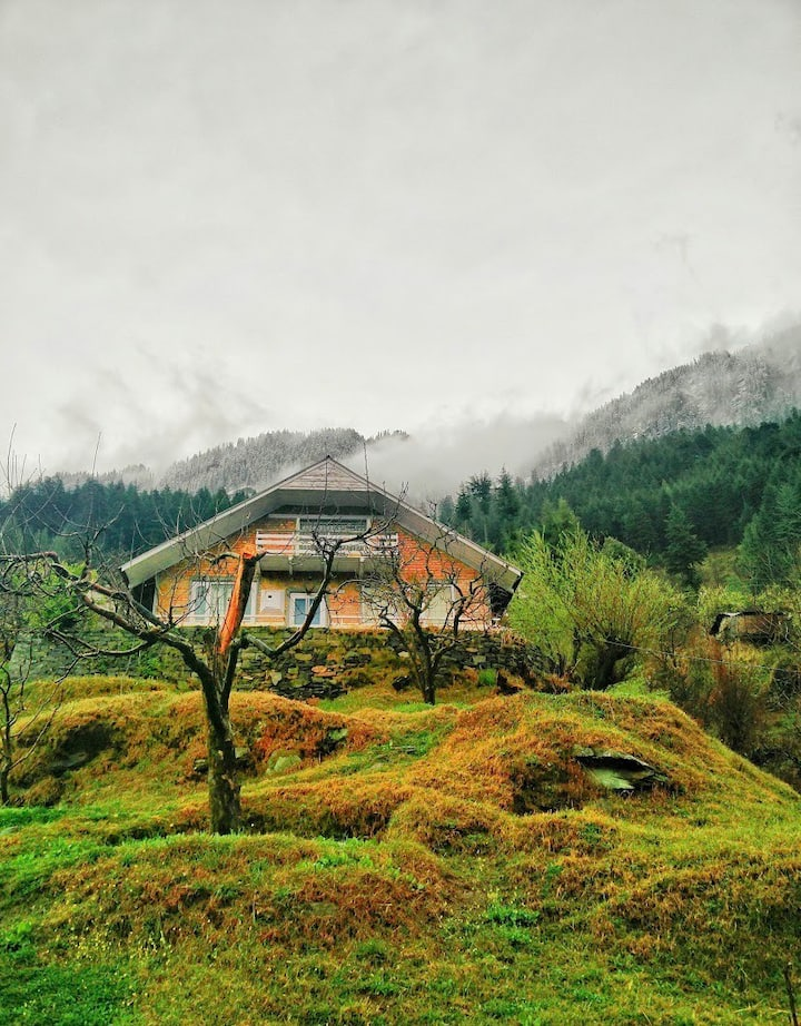 Rustic Private Cottage with 360° Manali View
