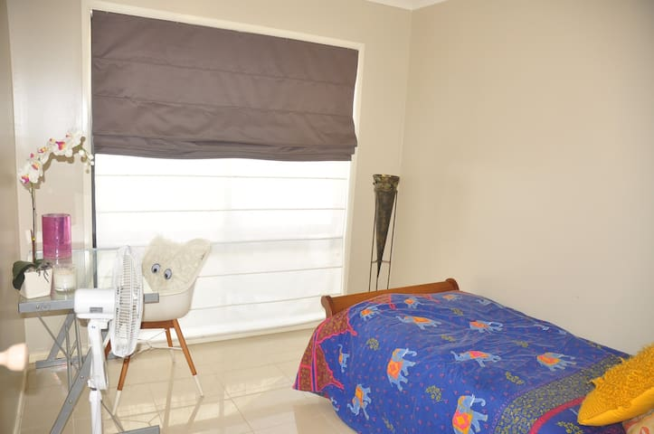 Self contained Private guest suite for female - Casula - Suite degli ospiti