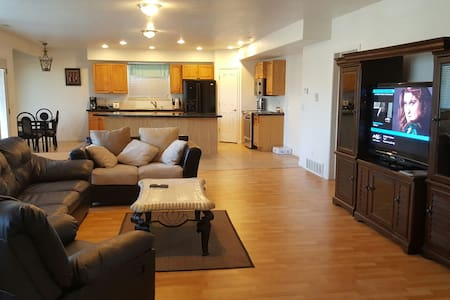 2200 sq/ft Near Skiing & World Wonder Attraction - West Jordan - Inap sarapan