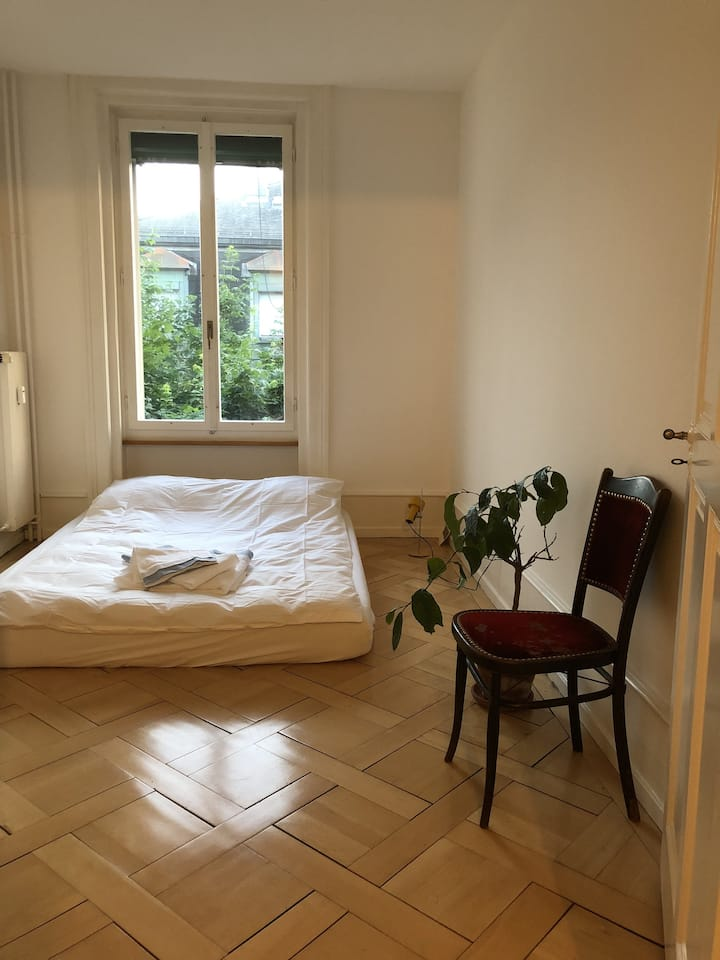 Super sunny and super central 3 room apartment