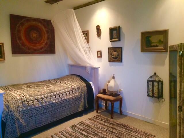 single room  La Tisonnais Chambre et table d'hotes