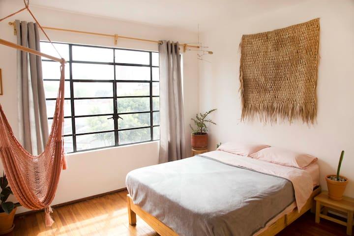 Beautiful bright Apartment + Hammock room